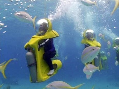 water scooter driving sub scenic underwater bubble turn shar on