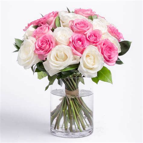 Roses Delivery by Bouquet Delivery Send A Bouquet Of Roses By The Dozen
