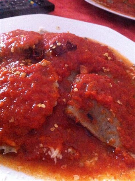 canapé petit format ravioli con pasta di canapa ricotta e sugo domenicale
