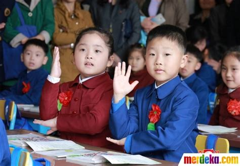 anak anak merdeka foto reaksi anak anak korea utara di hari pertama masuk
