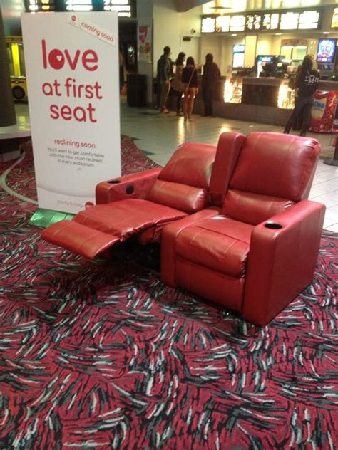 Amc Theaters Reclining Seats by Amc La Jolla 12 Theatre Is Upgrading To These Reclining Seats And Switching To Stadium