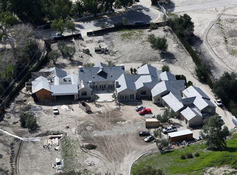 kim kardashian west fire kanye west and kim kardashian s home threatened by