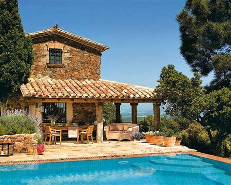 casas rurales peque as fachadas de casas peque 241 as con tejas en entornos rurales