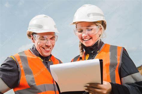 imagenes de varias personas trabajando dos personas trabajando foto de stock 169 agnormark gmail