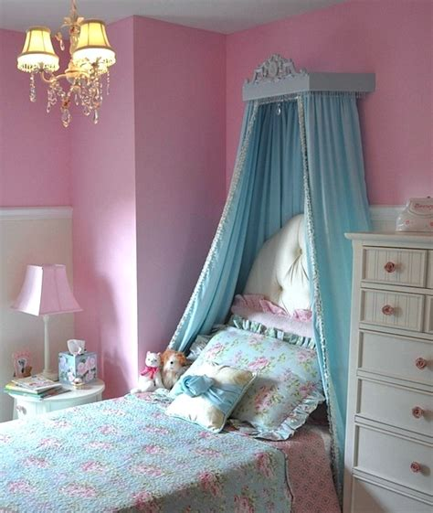 lovely room bed crown canopy