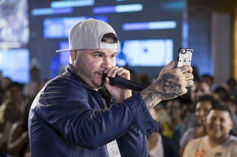 farruko tattoos reggaeton singer farruko eyeing u