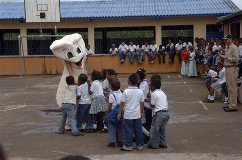 comfort dental kids file us navy 090610 f 1333s 024 colombian children gather