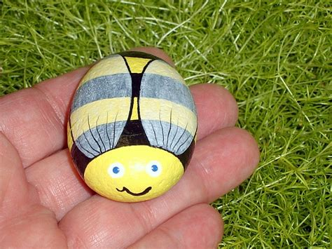 Ped Simple easy pet rock painting ideas