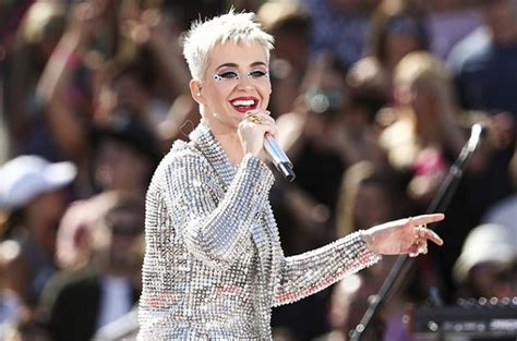 katy perry biography billboard singer katy perry breaks record on twitter becomes the
