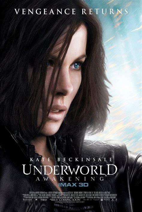 underworld ultimo film kate beckinsale scruta l orizzonte nel nuovo poster di
