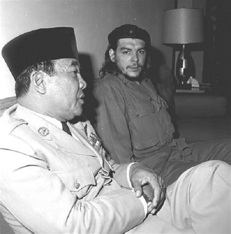 biography of soekarno dan terjemahannya 21 photos of president soekarno hanging out with prominent
