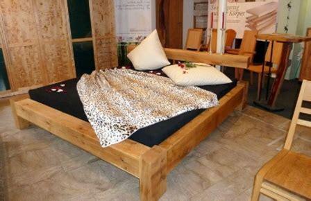 günstige futonbetten mit matratze schlafzimmer farben farbgestaltung