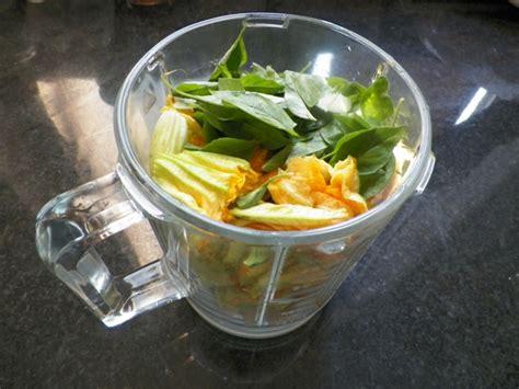 pesto ai fiori di zucca pesto ai fiori di zucca e basilico limone le ricette di