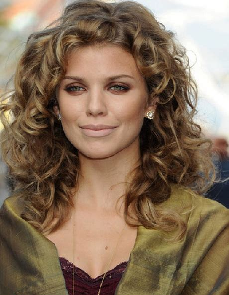 curly hairstyles for oval faces