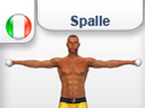 fare pesi a casa alzate laterali con i pesi esercizi allenamento per