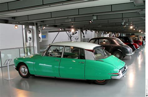 Citroen Ds19 1955 Burago 132 1955 citroen ds19 information and photos momentcar