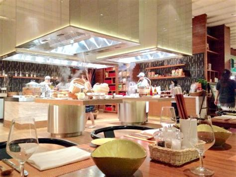 Hton Seafood Kitchen by Executive Lounge Breakfast Picture Of Doubletree By Hotel Johor Bahru Johor Bahru