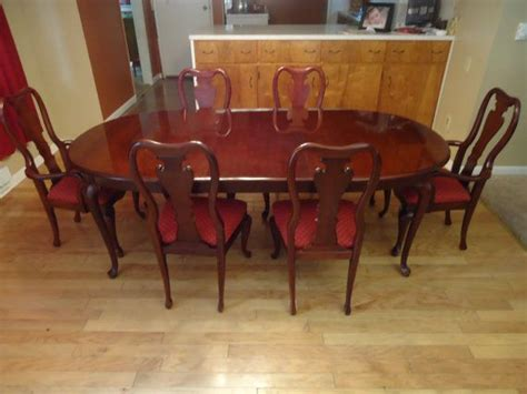 thomasville cherry dining room set queen anne table