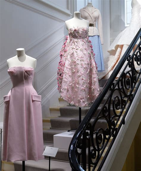 draping fabric on dress forms top tips for drafting patterns using dress form and