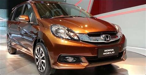 Tank Cover Mobilio Black Combi Jsl honda mobilio 2016 review spacious 7 seater mpv but features missing