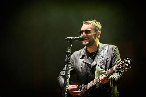 eric church fan review eric church keeps fans guessing in sold out tour