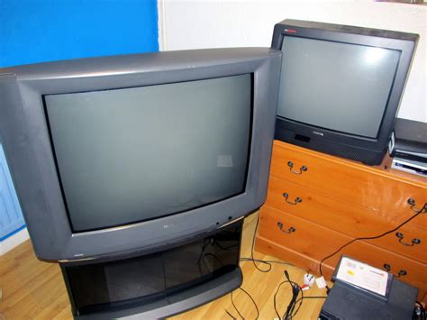 Tv Crt Toshiba 29 Inch just picked up a toshiba 3327db 32inch crt for free digital