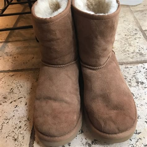 chestnut colored boots 38 ugg shoes youth size 5 chestnut colored uggs