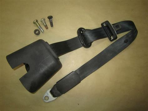 jeep tj rear seats sell jeep tj 03 06 wrangler rear seat belt shoulder