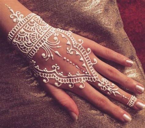 tato angka romawi di tangan 22 excellent henna art jari tangan makedes com