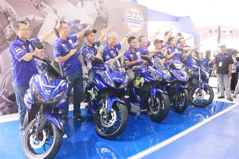 Stiker Decal R15 Vva Ferarri yamaha r15 v3 0 movistar livery launched in indonesia