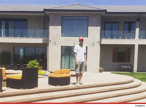 chris brown my new crib comes with a personal footlocker