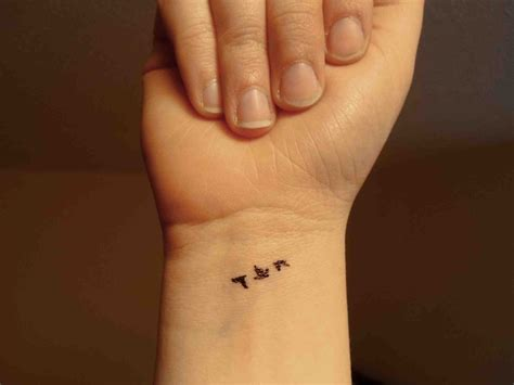 bird tattoo wrist birds flying away on wrist www pixshark