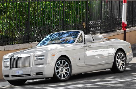 roll royce phantom drophead coupe convertibles for the distinguished gentleman gentleman s