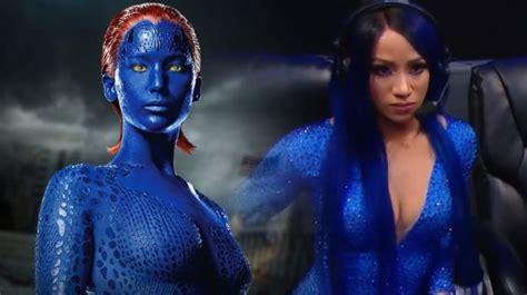 wwe fans  stop comparing sasha banks blue jumpsuit