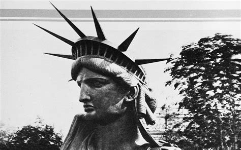 who is the black woman on the liberty insurance commercial statue of liberty frt