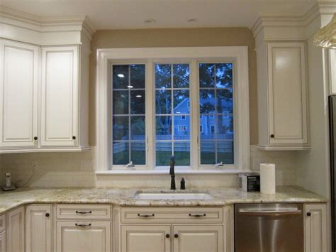 white kitchen cabinets with chocolate glaze traditional white kitchen with chocolate glaze