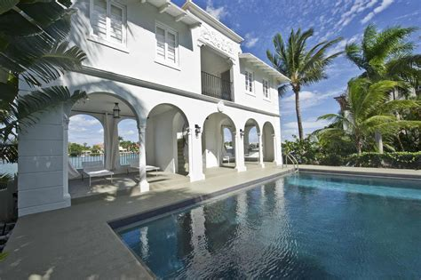 al capone s house al capone restored mansion once owned by gangster has open house sun sentinel