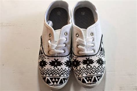 diy tribal print canvas shoes do it yourself ideas and