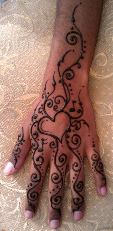 heart henna tattoo tattoos i want pinte
