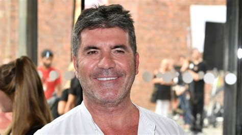 Offers 100000 To Simon Cowell by Simon Cowell Offers 163 10 000 For Return Of Boy S Puppy