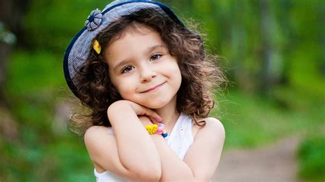 wallpaper girl little cute little girl wallpaper 1600x900 68115