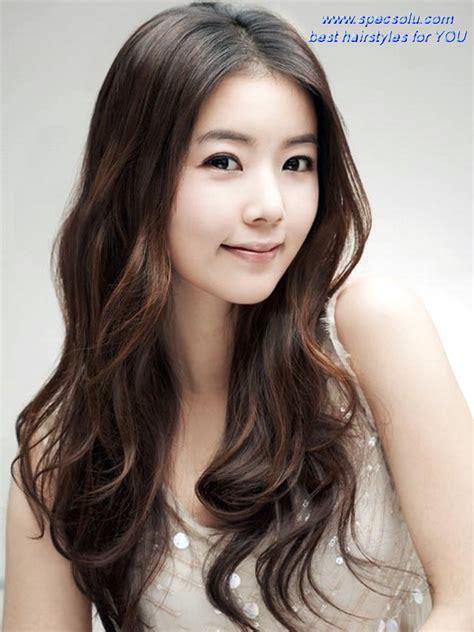 korean haircut for long hair round face cute korean girl hairstyles with natural wavy center part