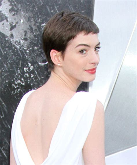 anne hathaway short hair 360 view anne hathaway short straight casual pixie hairstyle with