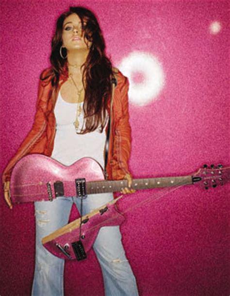 lindsay lohan guitar slash teach lindsay lohan in guitar lessons online