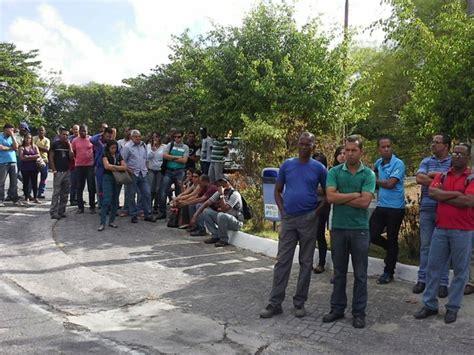 grupo protesta em candeias ap 243 s morte de trabalhador diz
