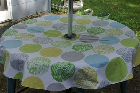 Patio Tablecloth With Umbrella by Best 25 Outdoor Tablecloth Ideas On
