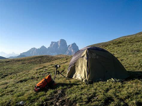 tenda montagna tenda di ceggio in montagna immagine stock editoriale