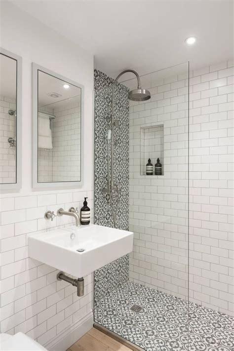 kleine badkamer inrichten voorbeelden van indeling met