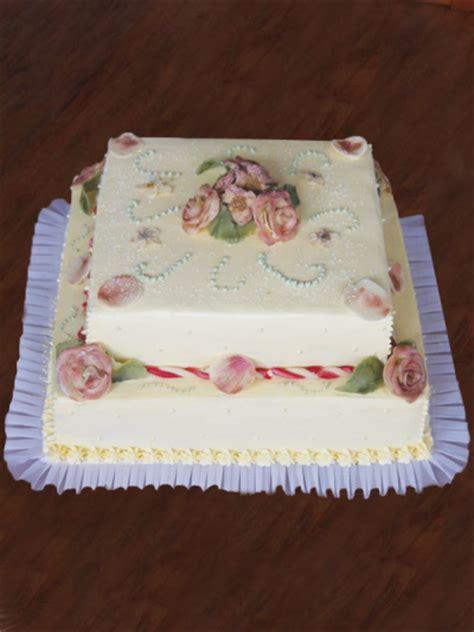 Etagere Für Cupcakes by Eine Hochzeitstorte Mit 2 Etagen Mit Echten Blumen