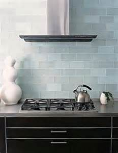 Frosted Glass Backsplash In Kitchen by 1000 Images About Cuines On Pinterest Glass Subway Tile